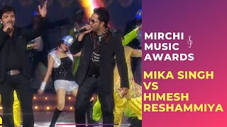 Gambar cover Mika Singh and Himesh Reshammiya's Musical takkar at Mirchi Music Awards!