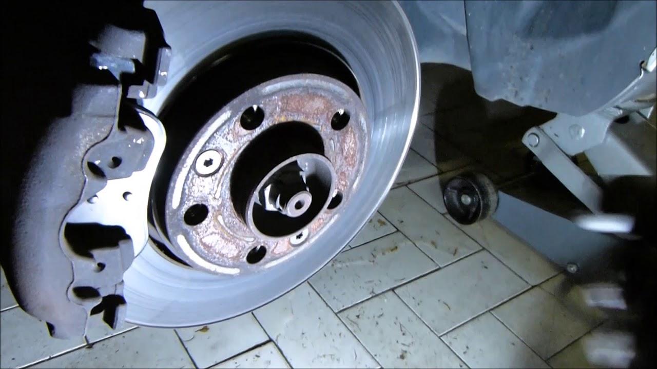 remplacement plaquettes de freins avant m gane 3 1 5 dci 2011 youtube. Black Bedroom Furniture Sets. Home Design Ideas
