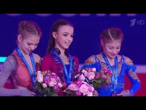 В Красноярске на национальном первенстве по фигурному катанию в борьбу вступают девушки.