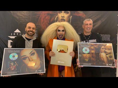 Reação da Gloria Groove recebendo os Discos de Ouro e Platina por Coisa Boa e Bumbum de Ouro + Placa