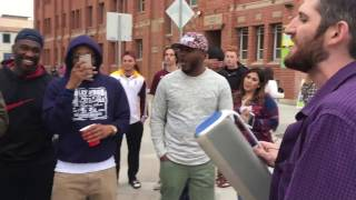 Amazing freestyle rapper perfectly raps about everyone that he sees on Venice Beach!