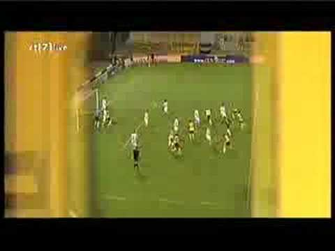 Keeper Bram Castro scoort Roda JC - De Graafschap