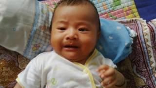 Bayi 2bln belajar ngenyot jempol