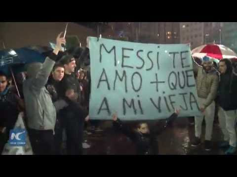 Hundreds gather in Buenos Aires to demand Messi back to national team