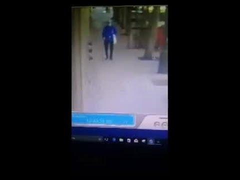 94岁华裔老太被刺监控曝光:跌靠墙边 无人帮忙