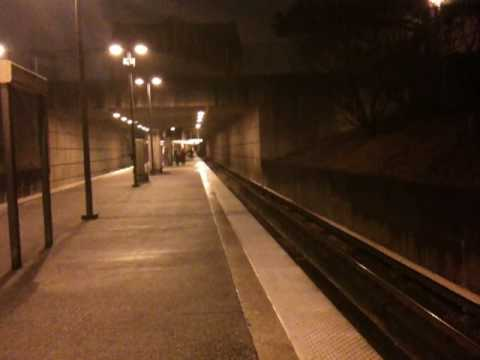 EIGHT CAR RED LINE MARTA TRAIN TO NORTH SPRINGS