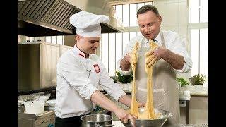 Przepis prosto z prezydenckiej kuchni! Andrzej Duda przygotowuje wielkanocną babę!
