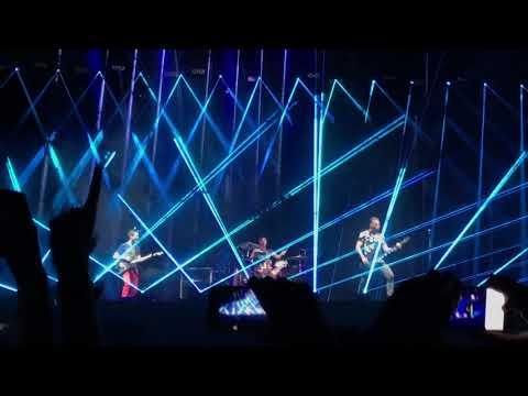 Showbiz - Muse (live at Reading Festival)