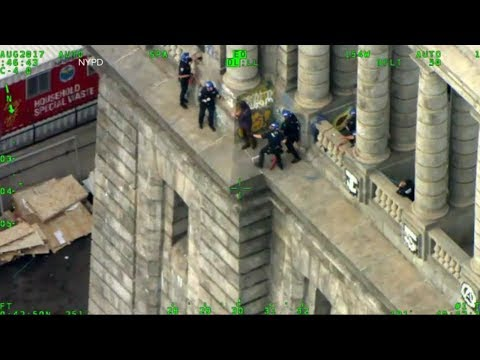 Download Youtube: First responders rush to stop a suicidal man in Manhattan