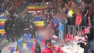 Plzeň - Sparta 15.09.2012 těžkooděnci na stadioně...