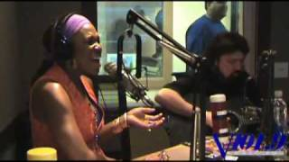 "V 101.9:  India Arie sings ""Pearls"" & ""Ghetto"""