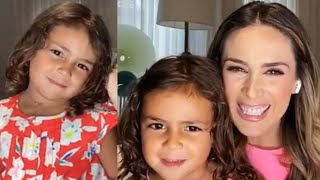 Jacqueline Bracamontes Le Pregunta A Su Hija Renata A Quien Se Parece