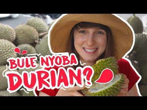 Bule Pertama Kali Makan DURIAN - Globe in the Hat #10 - INDONESIA