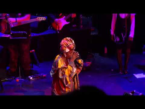 Ms Lauryn Hill Ex Factor  at the Apollo 5118