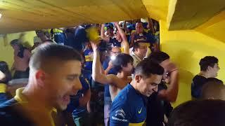 Increíble fiesta en las escaleras de la Bombonera!