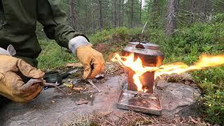 Kaffe på Firebox Nąno Titan med tjärved i skogen och Trangia kaffepanna small 27
