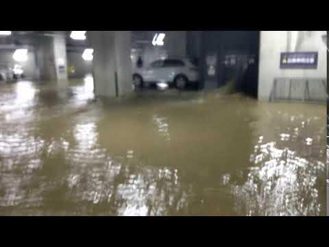マンション地下駐車場