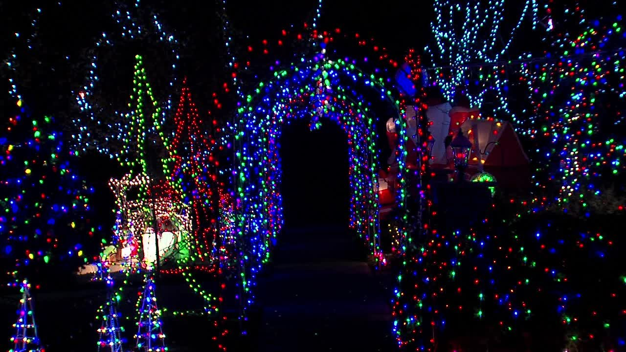 north ridgeville residents petition city to keep christmas lights display
