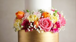 How I Decorate with Fresh Flowers on a Wedding Cake- Rosie&#39s Dessert Spot