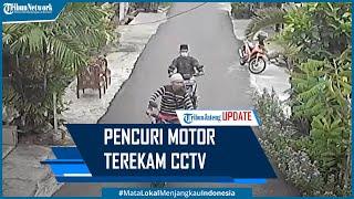 Detik-detik 2 Pencuri Gasak Motor Terekam CCTV