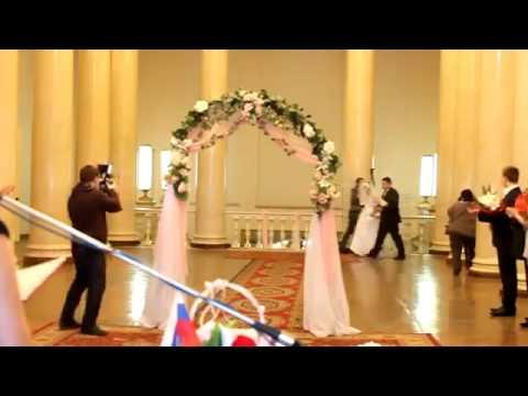 Наступила на свадебное платье и оголилась, приколы на свадьбе