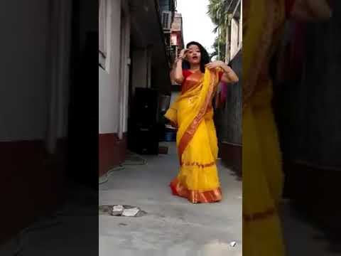 Hot Dance By Bengali Bhabhi In Saree On Bindiya Chamke, Choodi Khanke Song Part 4