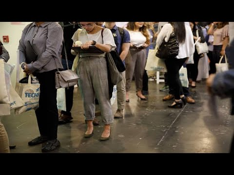 Weekly jobless claims total 900,000, vs 925,000 estimate