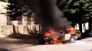 Paura su corso Jatta per un'auto in fiamme
