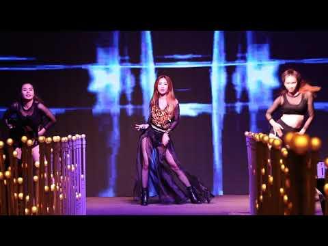 Ca sĩ Vĩnh Thiên Kim nhảy cực sung trên sân khấu