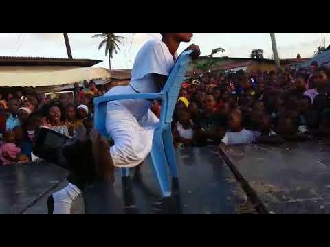 Tamasha La Nani Mkali Wa Kucheza Jukwaani