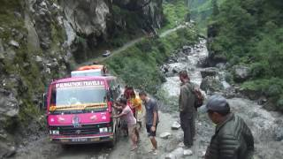 Pushing the bus On the Way  Back in Jomsom To Pokhara