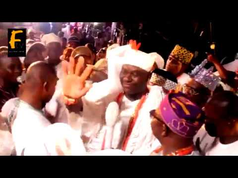 K1 DE ULTIMATE AND OONI OF IFE OBA ADEYEYE OGUNWUSI SING TOGETHER AND PRAISE OMISERE FOR HIS SUPPORT