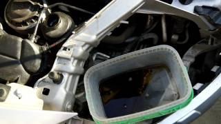 видео Замена бачка гидроусилителя руля Ford Mondeo IV своими руками