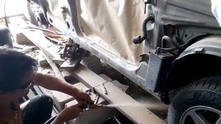 Кузовной ремонт: пескоструим и грунтуем пороги