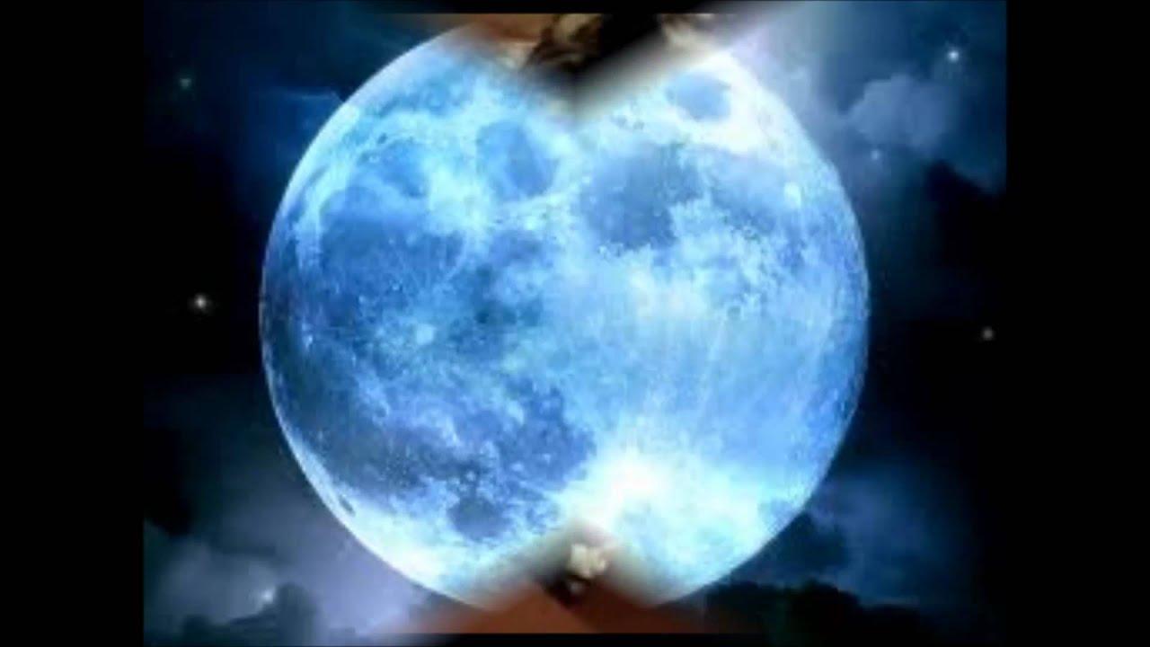 image La luna starts tribbing her wildly
