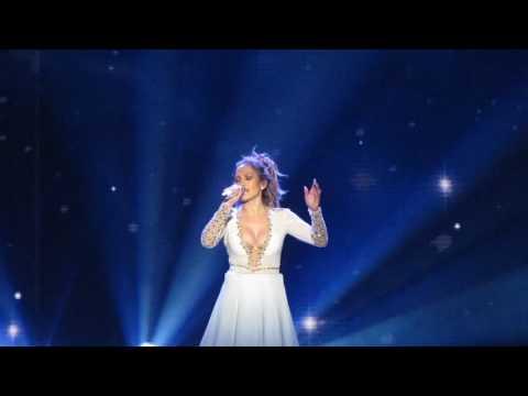 Jennifer Lopez singing