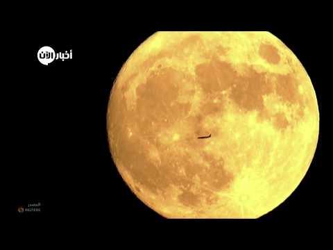 العدسات المقربة ترصد مرور طائرة ركاب خلال القمر العملاق  - نشر قبل 2 ساعة
