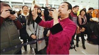 """當中國""""流氓樂器""""嗩吶在美國街頭響起,場面根本控制不住,網友:聽呆老外!"""