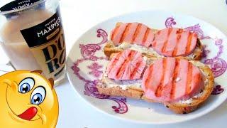Бутерброд с мягким сыром и колбасой на завтрак видео рецепт