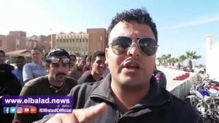 احتجاج مئات المواطنين أمام محافظة جنوب سيناء بسبب وحدات الإسكان .. فيديو