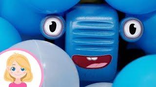 Игра на детской площадке - Маленькая Верна идёт на помощь - Спасение Синего трактора из беды