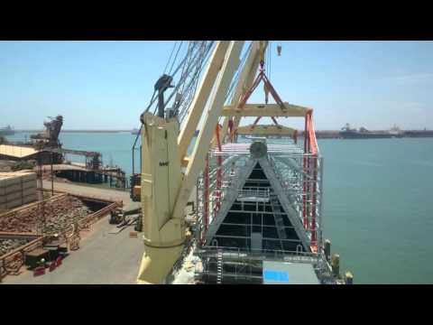 AAL Nanjing, heavy lift loading & discharging.