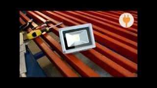Подключение светодиодного прожектора intervolt.com.ua(Интернет-магазин Интервольт Приобрести данный прожектор можно у нас на сайте http://intervolt.com.ua/svetodiodnye-prozhektora/sveto..., 2013-11-13T09:18:58.000Z)