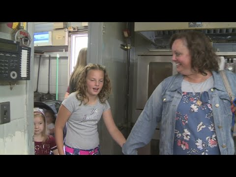 Bama, Rob & Heather - C'mon Get Happy: Girl Scout Collects Cookies for Homeless Shelter!