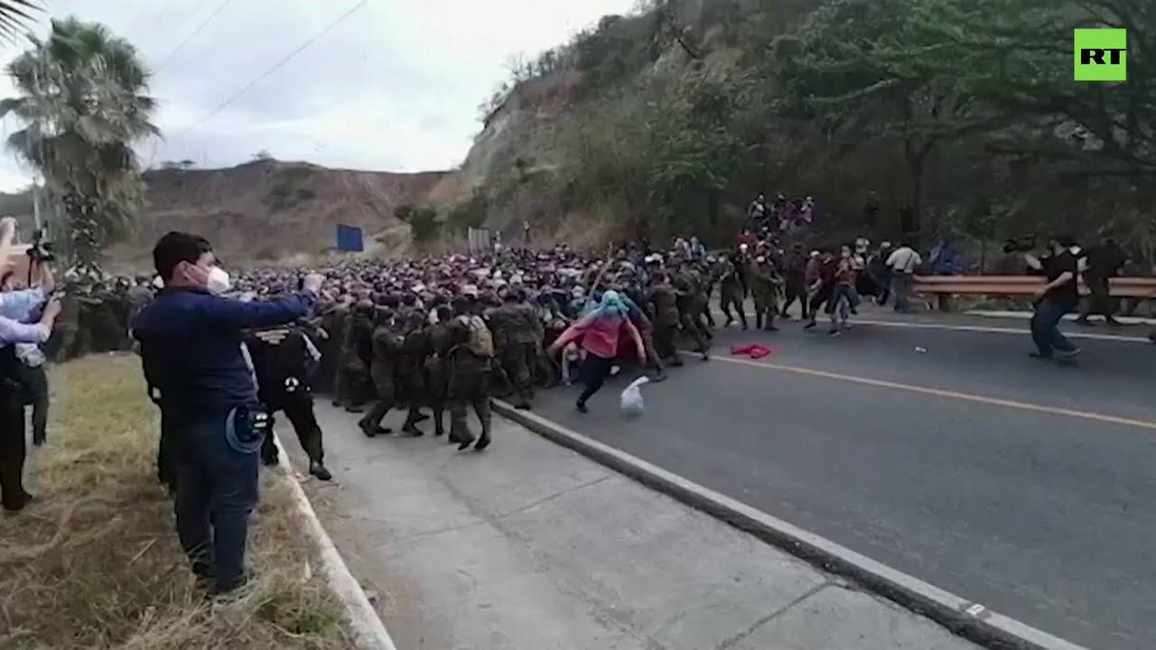 Migrant caravan breaks through National Guard roadblock in Mexico