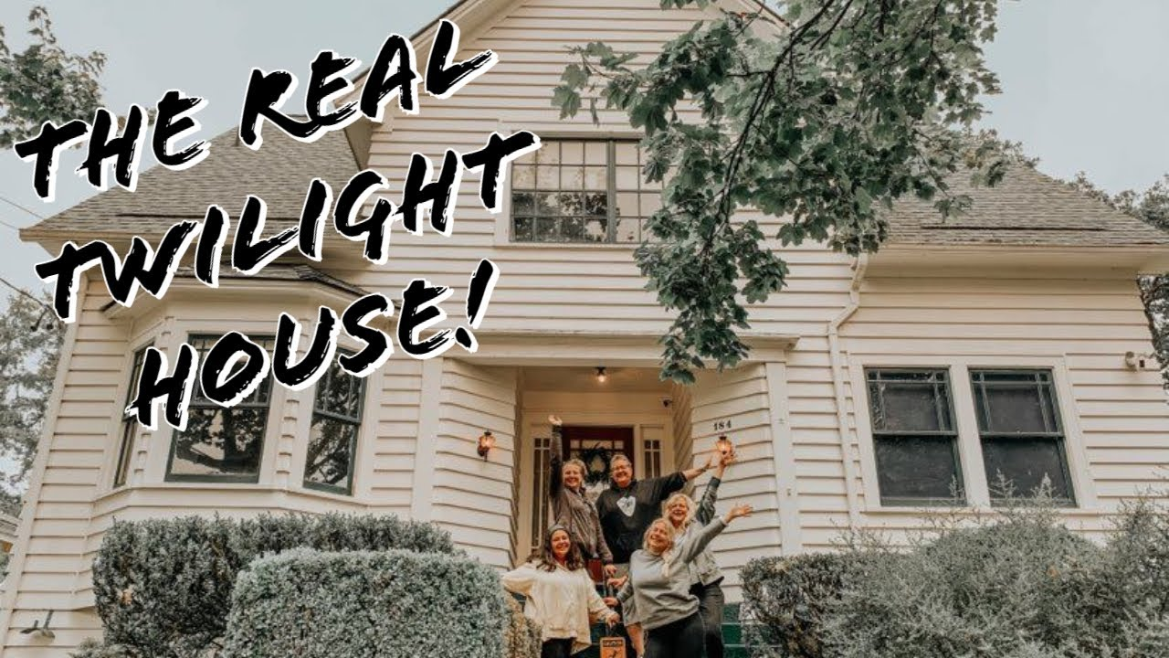 Download Staying OVERNIGHT in the REAL Twilight House!