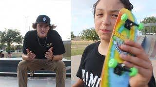 Hand Boarder VS Skateboarder SKATE