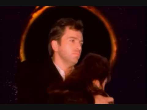 Peter Gabriel e Kate Bush - DON'T GIVE UP (com legendas em português)