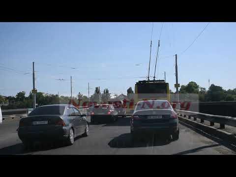 Новости-N: Из-за расклейки политической агитационной рекламы на Ингульском мосту в Николаеве образовался затор