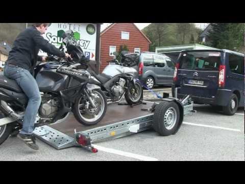 Der hydraulische STEMA Motorrad-Anhänger WOM